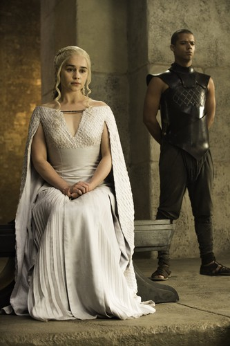 Daenerys Targaryen پیپر وال probably containing a گاؤن, gown and a رات کے کھانے, شام کا کھانا dress called dany and grey worm