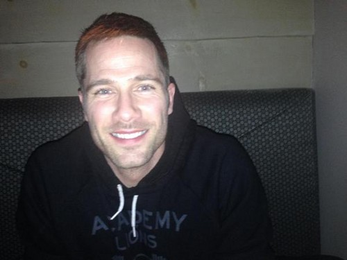 Luke Macfarlane Hintergrund called reverberation