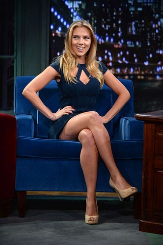 Scarlett Johansson Hintergrund possibly with bare legs, a couch, and tights called <3 Beautiful Scarlett <3