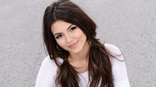 Victoria Justice wallpaper with a portrait entitled <3 Beautiful Victoria <3