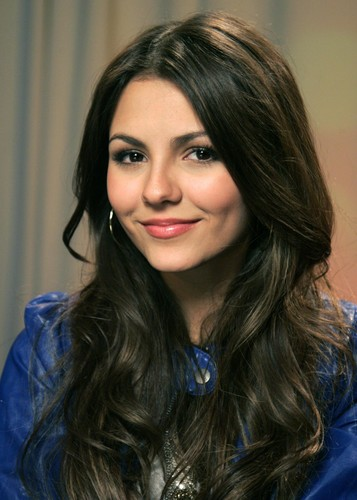Victoria Justice Hintergrund with a portrait entitled <3 Beautiful Victoria <3
