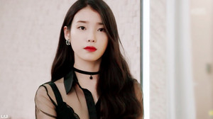 "[SCREENCAPS] 150615 IU on her hit drama ""The Producers"" door UU"