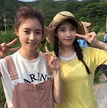 150621 IU selca with actress Producer