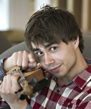 Alexander Rybak wallpaper containing a violist entitled Alex Troll