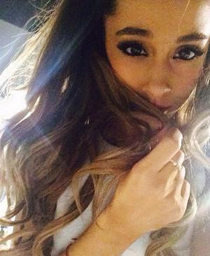 Ariana Grande Selfie
