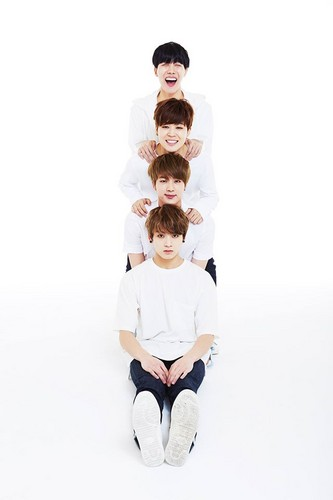 BTS wallpaper titled BTS 2nd Anniversary 가족사진 'Real Family Picture' part.1