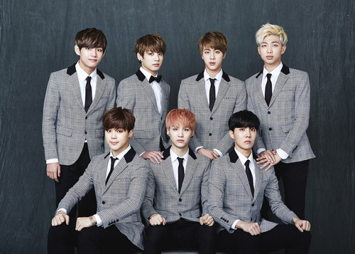 Bangtan Boys fond d'écran with a business suit, a suit, and a well dressed person titled Bangtan Boys 2nd Anniversary 가족사진 'Real Family Picture' part.1