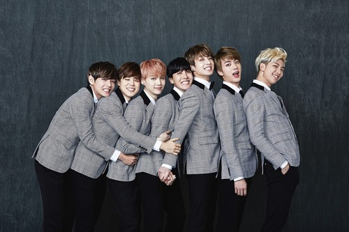 방탄소년단 바탕화면 containing a well dressed person titled 방탄소년단 2nd Anniversary 가족사진 'Real Family Picture' part.1
