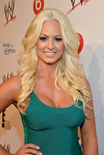 Maryse Ouellet wallpaper probably containing attractiveness, a bustier, and a leotard titled Beautiful Maryse