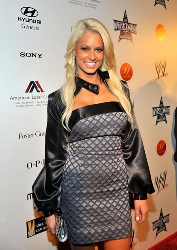 Maryse Ouellet wallpaper probably with a hip boot called Beautiful Maryse