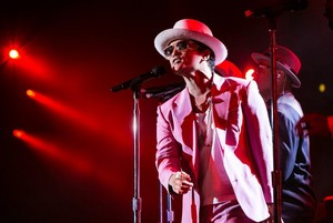 Bruno performing at the 유튜브 Brandcast