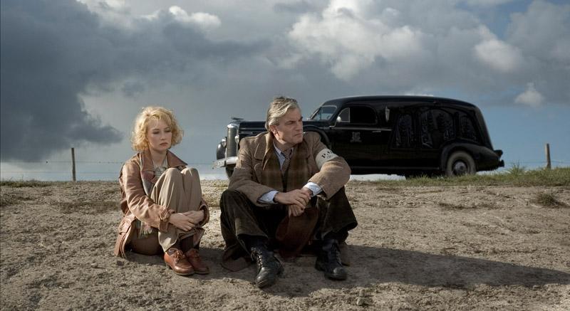 Carice वैन, वान Houten as Ellis de Vries and Derek de Lint as Gerben Kuipers in Zwartboek / Black Book