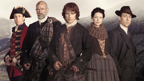 outlander serie de televisión 2014 fondo de pantalla probably containing a surcoat, a well dressed person, and a business suit called Cast season 1