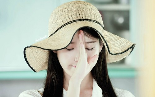 IU wallpaper with a boater, a fedora, and a snap brim hat titled Cindy 1920x1200