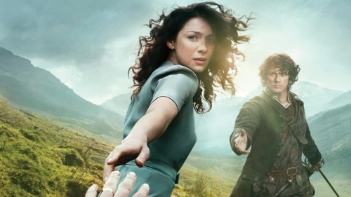 Outlander 2014 TV Series پیپر وال called Claire and Jamie