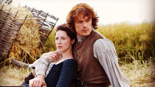 Outlander 2014 TV Series karatasi la kupamba ukuta with a wickiup, a thatch, and a matandazo entitled Claire and Jamie