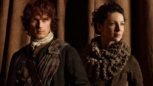 Outlander 2014 TV Series karatasi la kupamba ukuta called Claire and Jamie
