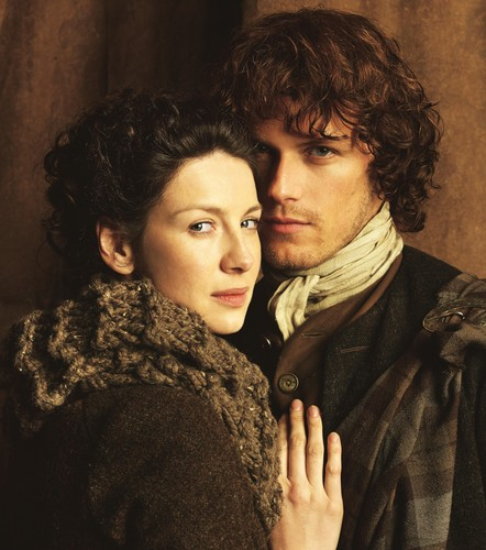 outlander série de televisão 2014 wallpaper called Claire and Jamie