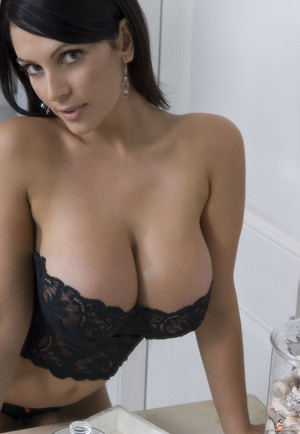 Denise Milani | Black 《内衣少女》