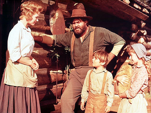Dorothy McGuire, Jeff York, Kevin Corcoran and Beverly Washburn in Old Yeller