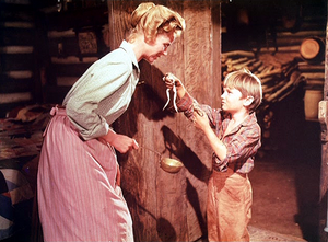 Dorothy McGuire as Katie Coates and Kevin Corcoran as Arliss Coates in Old Yeller