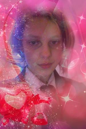 Eliya Doing a گلابی selfie