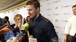 Emily giving Stephen gelatina beans at PaleyFest 2015.