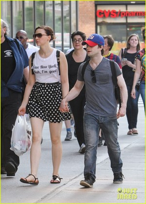 Ex: (Unseen) Daniel Radcliffe & Erin Spotted in NYC (30 May) (Fb.com/DanielJacobRadcliffeFanClub)