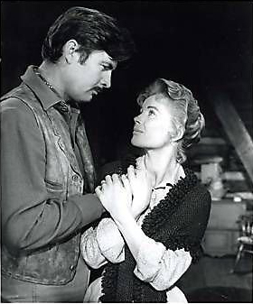 Fess Parker as Jim Coates and Dorothy McGuire as Katie Coates in Old Yeller