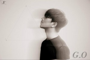 G.O teaser image for ''MIRROR''