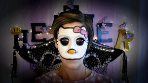 Hello Kitty प्रशंसक Face Paint with GLITTER