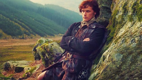 Outlander 2014 TV Series karatasi la kupamba ukuta probably containing a hatamu, atakayepenya path, an alpinist, and a horse trail entitled Jamie