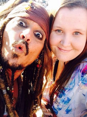 Johnny with fans on set of POTC 5 (June 2015)