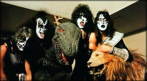 किस (Alive II) Budokan Hall ~Tokyo, Japan…March 28-April 2, 1978