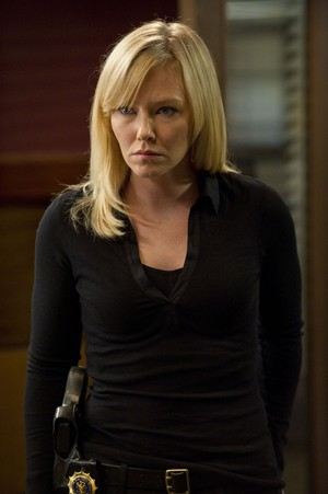 """Kelli Giddish as Amanda Rollins in Law and Order: SVU - """"Home Invasions"""""""