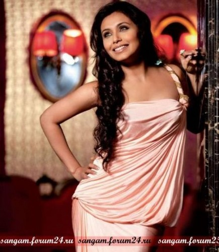 rani mukherjee wallpaper possibly containing a makan malam dress and a koktil, koktail dress titled Kind of sexy!!!