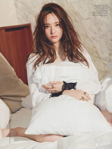 F(x) wallpaper with a well dressed person called Krystal for Elle Magazine June 2015