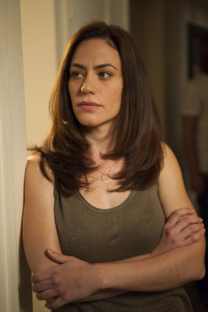 "Maggie Siff as Tara Knowles in Sons of Anarchy - ""Albification"" (2x01)"