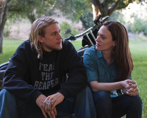 """Maggie Siff as Tara Knowles in Sons of Anarchy - """"Fix"""" (2x03)"""