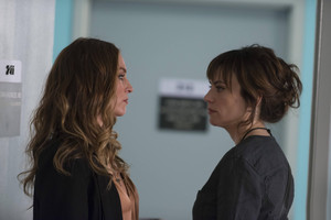 """Maggie Siff as Tara Knowles in Sons of Anarchy - """"Laying Pipe"""" (5x03)"""
