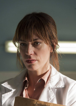 "Maggie Siff as Tara Knowles in Sons of Anarchy - ""Small World"" (5x06)"