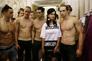 Moschino Men Fashion toon