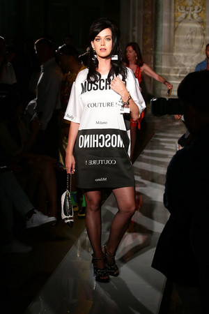 Moschino Men Fashion tampil