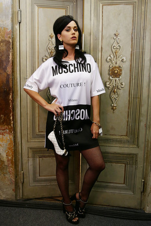Moschino Men Fashion ipakita