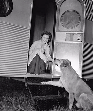 Old Yeller - Behind the Scenes - Dorothy McGuire and Spike