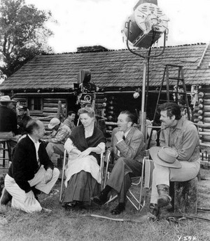 Old Yeller - Behind the Scenes - Robert Stevenson, Dorothy McGuire, Walt Disney and Fess Parker