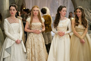 "Reign ""Banished"" (2x12) promotional picture"