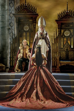 "Reign ""Coronation"" (2x03) promotional picture"