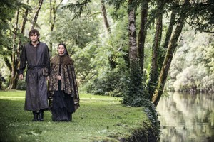 "Reign ""Drawn and Quartered"" (2x02) promotional picture"