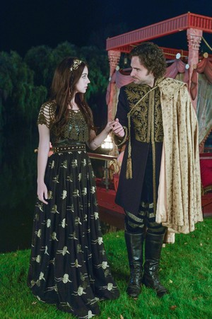 """Reign """"Kissed"""" (2x03) promotional picture"""